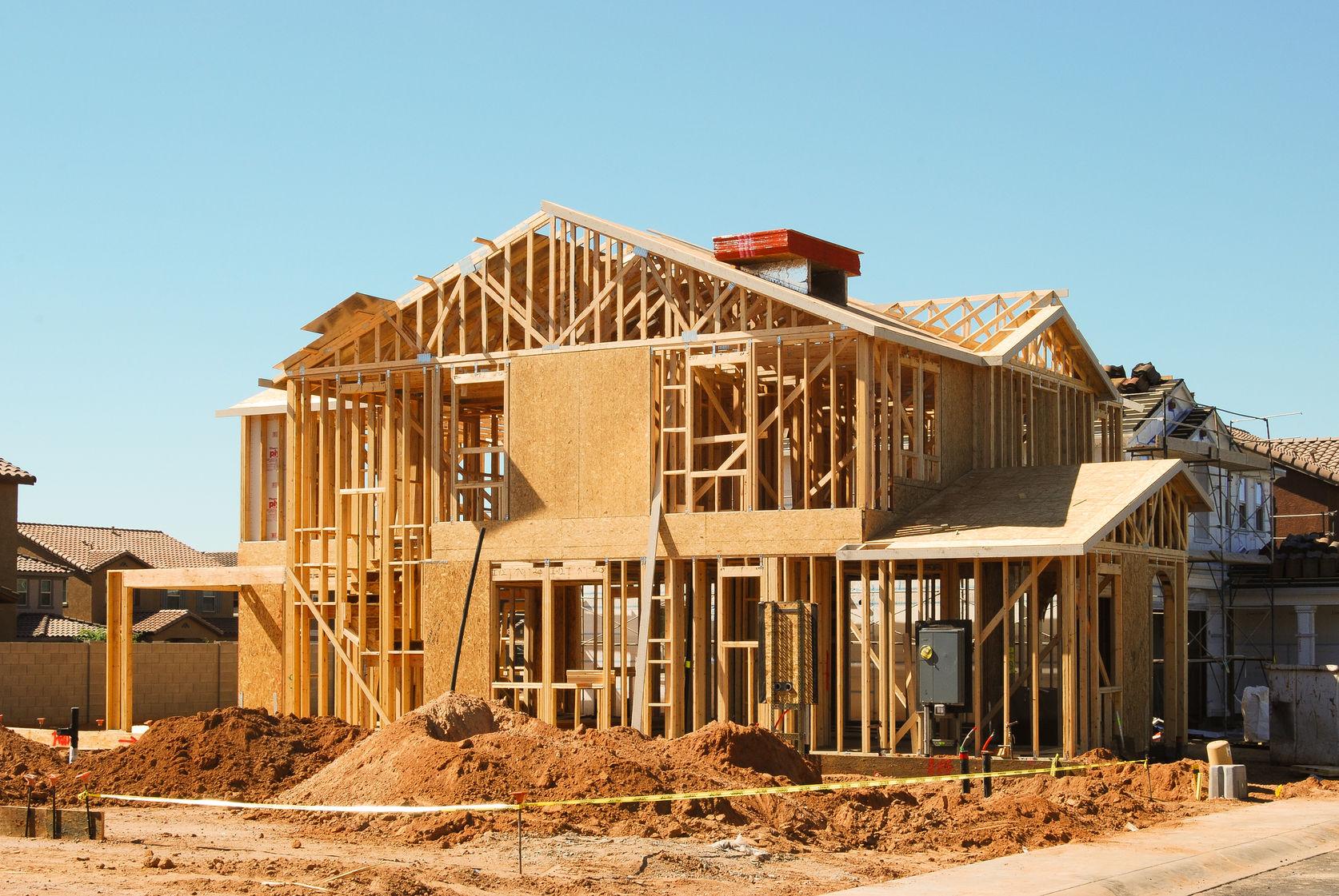 Přes realizaci výstavby dřevostavby