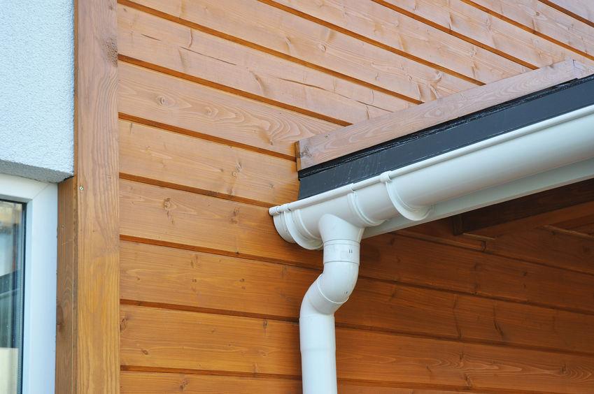 Detail instalace okapové roury, Střechy Ulmann